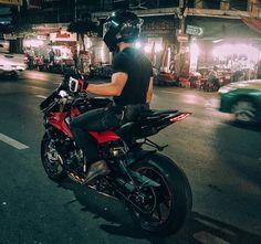 Black Motorcycle Helmet, Motorcycle Style, Ktm Motorcycles, Motocross Bikes, Moto Wallpapers, Bmw Motors, Bike Photography, Bmw S1000rr, Moto Bike