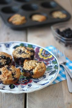 Muffins zonder suiker, met havermout en bosbessen.