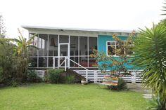 Retro beach house Beach Shack, Surf Shack, Retro Beach House, Shack House, Goin Coastal, Australian Beach, Australian Homes, Exterior House Colors, Martin Parr