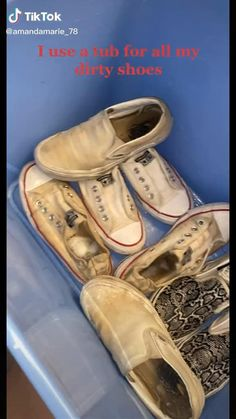 Diy Home Cleaning, Household Cleaning Tips, Diy Cleaning Products, Girl Life Hacks, Simple Life Hacks, Useful Life Hacks, Amazing Life Hacks, How To Clean White Sneakers, Diy Clean Shoes