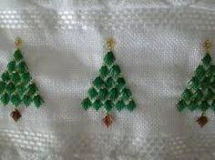 Resultado de imagem para Toalha de Banho com Ponto Reto Embroidery Online, Types Of Embroidery, Learn Embroidery, Embroidery Stitches, Embroidery Patterns, Christmas Sewing, Christmas Cross, Craft Patterns, Flower Patterns