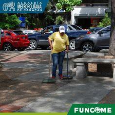 #14May #FUNCOME realiza barrido en diferentes plazas del municipio  #alcaldiachacao #ramonmuchacho #limpieza #Caracas #Venezuela by funcome.amc