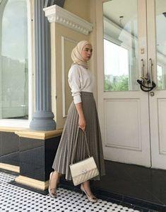 Selamat mengundi 🍒tap for details fashion – Hijab Fashion 2020 Modern Hijab Fashion, Street Hijab Fashion, Tokyo Street Fashion, Hijab Fashion Inspiration, Muslim Fashion, Fashion Outfits, Modest Fashion, Islamic Fashion, Trendy Fashion