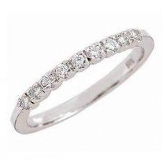 La alianza de pedida OSLO, es una alianza con diamantes en garras. Es un modelo sencillo, pero muy bien acabado y con un especial atractivo, además es un anillo muy adaptado y fácil de llevar.    Factible de fabricar en oro amarillo y blanco, siendo esta segunda la opción más recomendada, puede también realizarse en platino. Puedes adquirirlo en www.joyeriaydiamantes.com