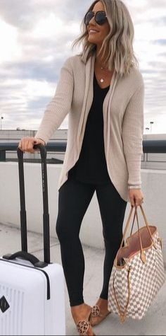 41 trendy travel outfit summer airport purses Source by travel outfits Classy Fall Outfits, Mom Outfits, Spring Outfits, Casual Outfits, Cute Outfits, Fashion Outfits, Fashion Trends, Black Outfits, Dress Casual
