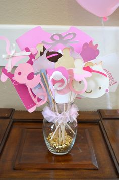 Best baby shower photo booth props, click for more DIY baby shower ideas! Pink and gold baby shower theme.