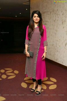 Girls Hairstyles Pakistan Kurta Designs Clothes For Women Salwar Designs, Blouse Designs, Pakistani Dresses, Indian Dresses, Indian Outfits, Salwar Pattern, Kurta Patterns, Indian Attire, Indian Wear