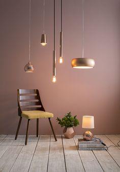 El cobre tiene ese tono cálido que tanto nos atrae a la hora de decorar un espacio. Conoce éstos modelos en todas nuestras tiendas y también en Easy.cl. #Easytienda #Decoración #Iluminación #Lámparas