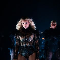 Beyonce Was a Chic Disco Ball of Bling at the 'Lion King' Premiere Formation Tour, The Formation World Tour, Queen Bee Beyonce, Beyonce And Jay Z, Beyonce Dancers, Beyonce Style, Mrs Carter, Blue Ivy, Beyonce Knowles