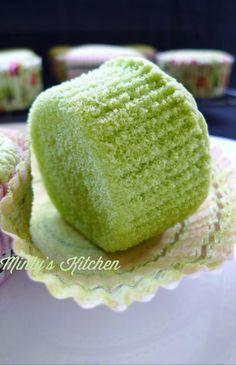 Pandan Cupcakes Recipe, Pandan Cake, Cupcake Flavors, Cupcake Recipes, Baking Recipes, Sponge Cupcake Recipe, Filipino Desserts, Asian Desserts, Mini Cakes
