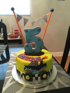 Monster Truck Cake Monster Jam Cake, Monster Truck Birthday Cake, Baby Boy Birthday Cake, Monster Truck Party, 5th Birthday Party Ideas, 3rd Birthday, Dinosaur Birthday, Monster Trucks, Truck Cakes