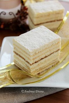 Honey Cake with Semolina Cream Hungarian Desserts, Romanian Desserts, Romanian Food, Honey Recipes, Sweet Recipes, Just Desserts, Delicious Desserts, Cookie Recipes, Dessert Recipes