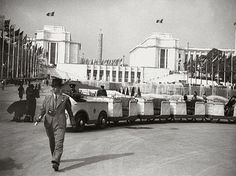 View of the main buildings from 1937 and now Exposition Internationale Paris 1937 #WorldsFair #Expo2015 #Milan #Paris1937