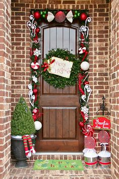 Top 10 Inspirational Christmas Front Porch Decorations - Top Inspired Front Door Decoration Ideas for Christmas Noel Christmas, All Things Christmas, Christmas Wreaths, Christmas Crafts, Whimsical Christmas, Christmas Lights, Homemade Christmas, Simple Christmas, Christmas Ornaments