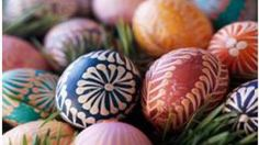 DIY Pysanky Eggs The inspiration for this Easter egg dying technique comes from Pysanky, the ancient Ukrainian folk art of wax-and-dye egg decorating. Easter Egg Dye, Hoppy Easter, Easter Bunny, Holiday Fun, Holiday Crafts, Diy Ostern, Egg Art, Egg Decorating, Diy Weihnachten