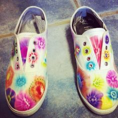 Easy DIY projects - rainbow sneakers