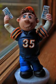 A cake topper for a Chicago Bears fan.