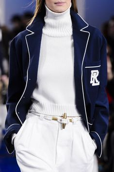 Ralph Lauren at New York Fashion Week Spring 2018 - Details Runway Photos Polo Ralph Lauren, Ralph Lauren Style, Ralph Lauren Fashion, Ralph Lauren Looks, Fashion Week, New York Fashion, Winter Fashion, Curvy Fashion, Street Fashion