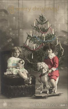A Merry Christmas! Christmas Tree Images, Old Time Christmas, Vintage Christmas Photos, Ghost Of Christmas Past, Vintage Children Photos, Unique Christmas Trees, Noel Christmas, Victorian Christmas, Christmas Pictures