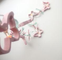 Γιρλάντα με φωτάκια μπαταρίας LED και ξύλινες πεταλουδίτσες ! Είναι 1,10 m και έχει 8 πεταλoύδες 7 cm x 12 cm Έχει δεμένες κορδέλες από βελούδο και οργάντζα σε ρόζ και σάπιο μήλο και βαμβακερή δαντέλα στο χρώμα της Μέντας! So cute ♥ Τα λαμπάκια είναι Led και έχουν θερμό φως ! ( υ.γ. οι μπαταρίες δεν περιέχονται) Μπορεί να διακοσμήσει το υπνοδωμάτιο ,το μπαλκόνι ,το παιδικό και εφηβικό δωμάτιο Our Love, Children, Girls, Room, Young Children, Toddler Girls, Bedroom, Boys, Daughters
