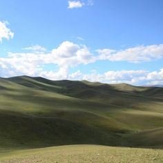 Sans doute la plus belle vue pour un pipi.  Pee with a view. #mongolie #mongolia #green #hills #landscape #wild