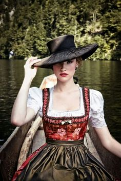 Lena Hoschek, Tradition, DIRNDL PAULA, Fall/Winter This specific line by contemporary Austrian fashion designer Lena Hoschek is inspired by the traditional styles of her homeland. Drindl Dress, Vestidos Vintage, Folk Costume, Up Girl, Madame, Traditional Dresses, Style Inspiration, My Style, Classic Style