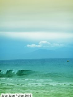 El color del océano Atlántico en las costas de Cádiz. The color of the Atlantic Ocean off the coast of Cadiz.