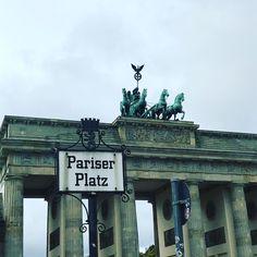 #berlin #ampelmännchen #brandenburgertor #pariserplatz #foodweek #kaufrausch #food #rot #ampel #instadaily #instagram #instgramhub #instalike