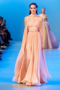 View all the catwalk photos of the Elie Saab haute couture spring 2014 showing at Paris fashion week. Read the article to see the full gallery. Elie Saab Couture, Couture Mode, Haute Couture Fashion, Couture Week, Couture Looks, Dior Couture, Evening Dress Long, Evening Dresses, Prom Dresses