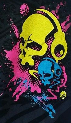 Black Graphic Novelty T-Shirt Skull Wearing Headphones Small Zombie Walking Dead