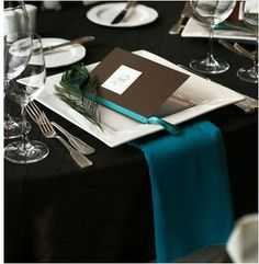 peacock reception place setting