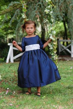 Love this colour, so regal! #wedding #flowergirl #royal Lovely navy blue flowergirl dress for Fall and Winter weddings by littleeglantine.com
