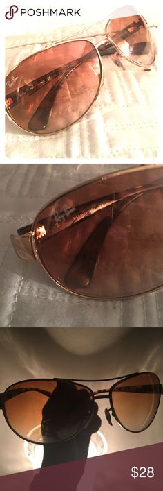 RAY-BAN AVIATORS 🕶✨Amber lenses, gold tone Ray-Ban on temples of tortoise arms. Nose pads, great sunnies. Comes with black Ray-Ban hard case and cloth.✨🕶 Ray-Ban Accessories Glasses