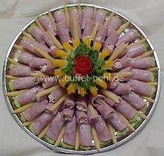 Schinkenröllchen gefüllt mit Waldorfsalat