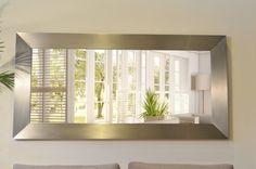 Materiales: Espejo realizado en acero satinado mate. Colgado horizontal o vertical. Medidas: 2 mt x 1 mt de ancho. Profundidad 0,16 mt