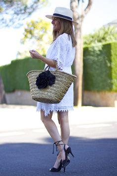 Fashion and Style Blog / Blog de moda . Post : It is Friday!! / Es viernes!!  .More pictures on/ Más fotos en : http://www.ohmylooks.com .Llevo/I wear: Dress / Vestido : Zara ; Bag / Bolso : Chesco ; Sandals / Sandalias : Pilar Burgos