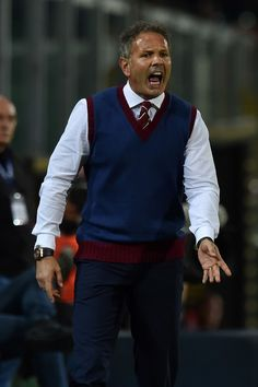 Head coach Sinisa Mihajlovic of Torino in action during the Serie A match between US Citta di Palermo and FC Torino at Stadio Renzo Barbera on October 17, 2016 in Palermo, Italy.