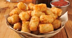 Golden and delicious these healthy cauliflower tots are so simple to make and you can turn dinner prep into a fun activity with your kids! Try them tonight. 6 Ingredient Recipe, Sweet Potato Tots, Tater Tot Recipes, Cauliflower Tots, Cauli Tots, Cauliflower Breadsticks, Food Truck, Finger Foods, Low Carb Recipes