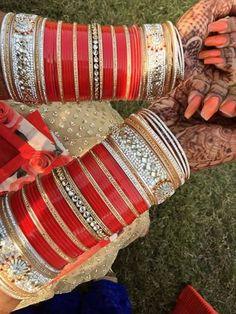 Indian chura bangles online shopping video - Williamstown Сlick here Pakistani Bridal Jewelry, Indian Bridal Makeup, Indian Wedding Jewelry, Indian Weddings, Indian Jewelry, Wedding Chura, Wedding Ties, Sikh Wedding, Punjabi Wedding