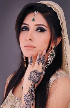Uroos New Mehndi Designs 2013 for women