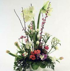 Centro de amor - Elaborado con amaryllis, gerberas y tulipanes   Bourguignon Floristas