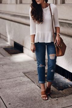 Turns out loose boyfriend jeans also look good dressed down. Instead of pairing them with more dressy/statement pieces for this look, I instead paired them with some comfortable and casual, yet still super cute pieces. Fall Fashion Outfits, Autumn Fashion, Boyfriend Jeans Style, Latest Fashion Trends, Fashion Bloggers, Fashion 2020, Nice Dresses, Dressing, Skinny Jeans