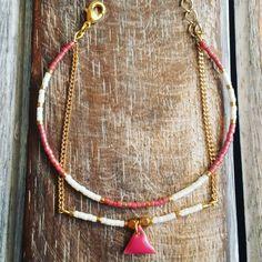 Bracelet jonc en perles miyuki et pendentif triangle - Rose foncé / Blanc / Doré : Bracelet par beads-and-coconut