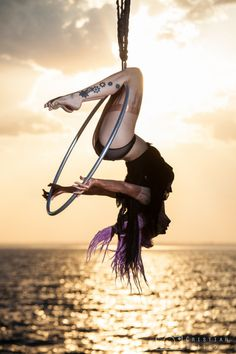 New fitness photography poses aerial hoop Ideas Lyra Aerial, Aerial Acrobatics, Aerial Dance, Aerial Hoop, Aerial Arts, Aerial Silks, Pole Dance, Fitness Photography, Photography Poses