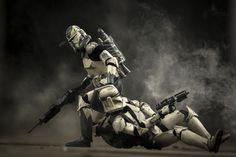 Retratos hiperrealistas de la guerra más cruda… según el Ejército Imperial