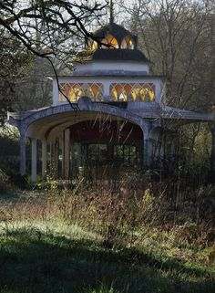 *forgotten* The Gazebo, maybe there is a body beneath? Abandoned Buildings, Abandoned Property, Old Buildings, Abandoned Places, Abandoned Castles, Beautiful Buildings, Beautiful Homes, Beautiful Places, Old Mansions