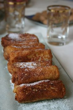 pain perdu roulé au nutella 2 Sweets Recipes, Snack Recipes, Snacks, Pain Perdu Nutella, Beaux Desserts, Sunday Breakfast, Churros, Cool Kitchens, Sweet Tooth