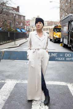 In this round of What to Wear This Week, we take inspiration for Katharine Kjerland's elegant, sporty style, no-fuss style