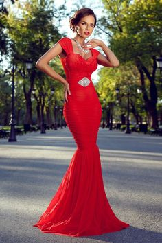 Atmosphere Fashion I See Red, Fashion Moda, Fashion Face, Dream Dress, Lady In Red, Evening Gowns, Glamour, Formal Dresses, My Style