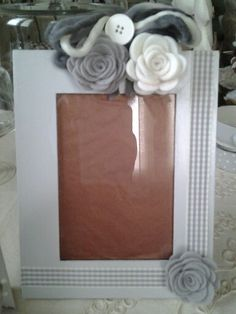 Stile Shabby Hobbies And Crafts, Crafts For Kids, Diy Crafts, Foto Frame, Cornices, Wood Gifts, Diy Frame, Christmas Elf, Baby Halloween